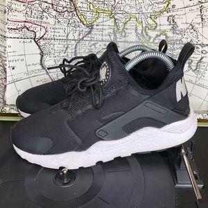 Nike Air Huarache womens size 8